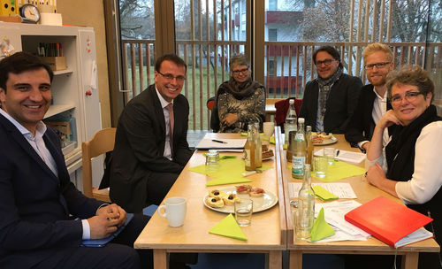 Staatssekret R Besucht Element I Kinderhaus B Rcheninsel